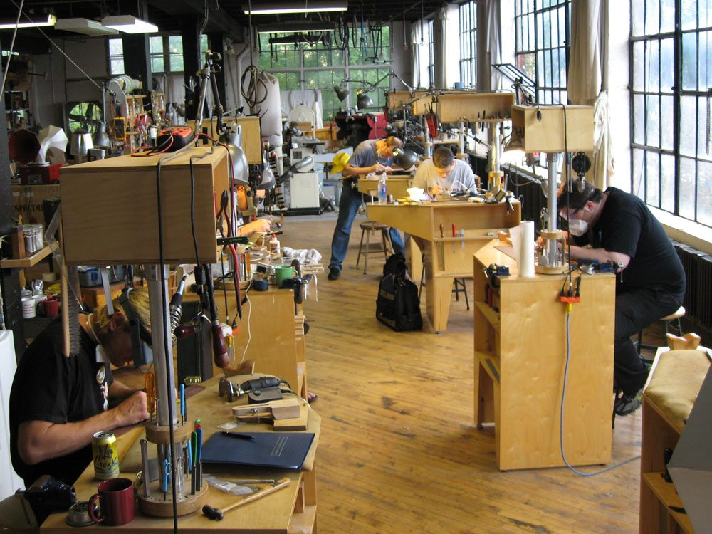 The Chicago School Of Guitar Making