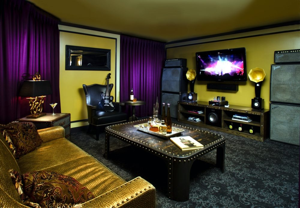 Little Horn Speakers, Subwoofer and Hi Fi Stereo Amp in the Angels & Kings Suite at Hard Rock Hotel Chicago