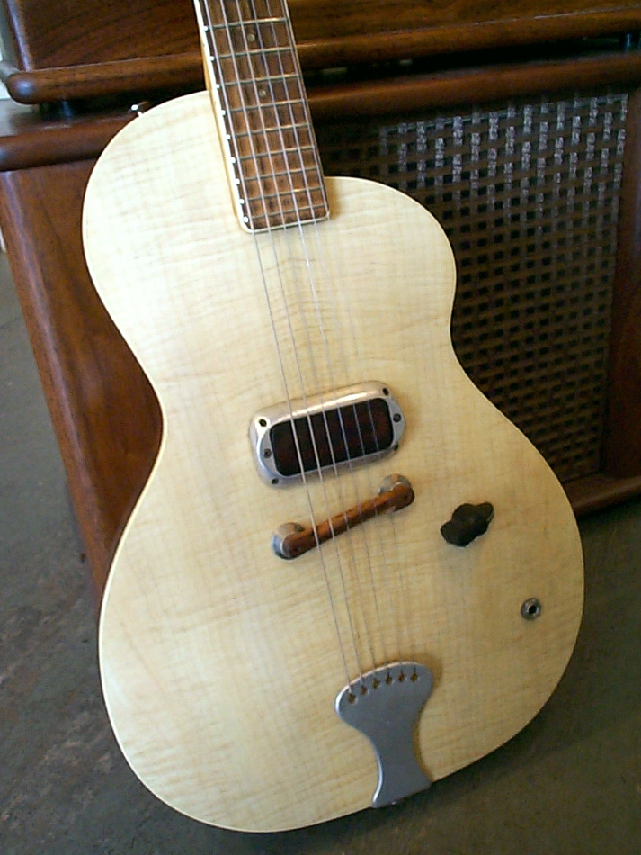 Specimen Formica Pippin Guitar